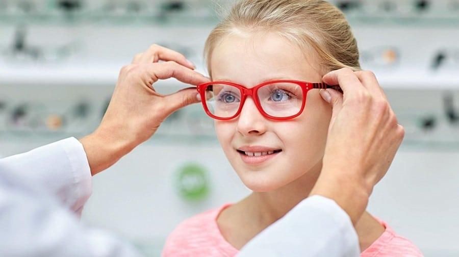 La importancia del control de la miopía en niños y adolescentes