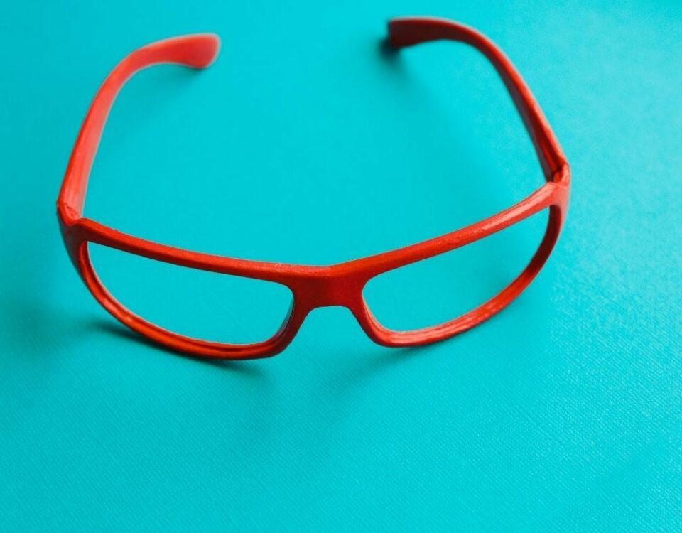 Los peligros de las gafas de sol de mercadillo